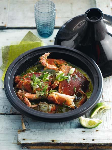 Tagine de crabe à la coriandre, au piment et au citron vert © Le Creuset – Borgerhoff & Lamberigts