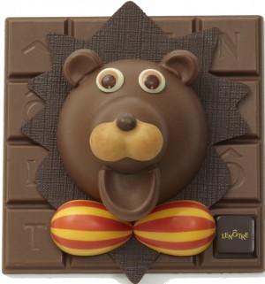 Kit 100% chocolat à assembler soi-même pour rugir de délice, avec tube de colle en chocolat pour mettre la main à la pâte et voir naître ce sympathique lion en chocolat au lait. 38 € (www.lenotre.fr).