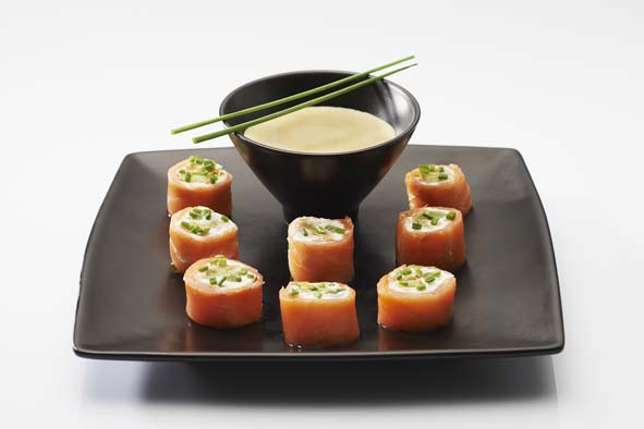 recette de makis de saumon et ravioles cappuccino aux condiments. Black Bedroom Furniture Sets. Home Design Ideas