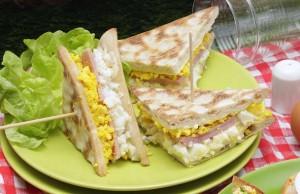 Club sandwich au jambon et œufs mimosa  © Ph.Asset / CNPO / Adocom