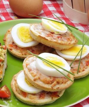Mini pizzas aux œufs © Ph.Asset / CNPO / Adocom