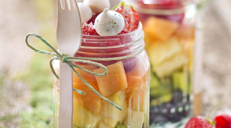 Salade de fruits à la fleur de sel de Guerande et mini meringues au poivre