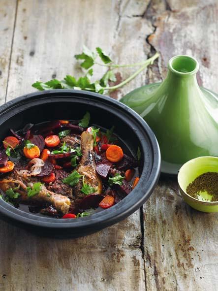 Tagine de cuisses de canard à la betterave rouge et carvi © Le Creuset – Borgerhoff & Lamberigts