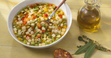 Minestrone aux légumes printaniers et petites pâtes
