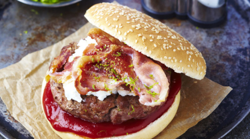 Burgers d'agneau au chèvre et au bacon