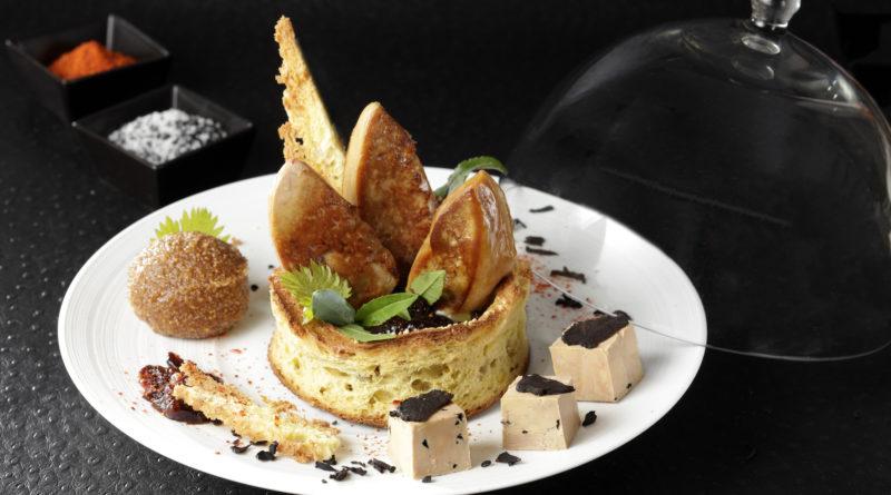 Couronne de Foie Gras poêlé et mi-cuit à la truffe, chutney de pruneaux au vin de Bergerac, granité aux figues sèches