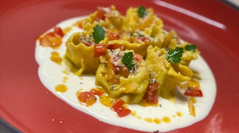 Ravioli à l'Ortolina avec Crème d'asperges, Parmigiano Reggiano AOP, huile d'anchois en sauce piquante et Parmigiano Reggiano AOP au thym